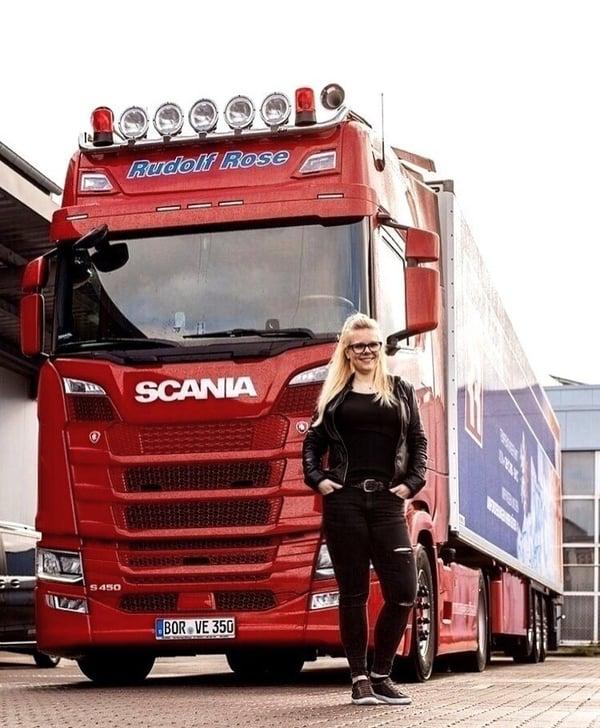 Trucker Babe Manu